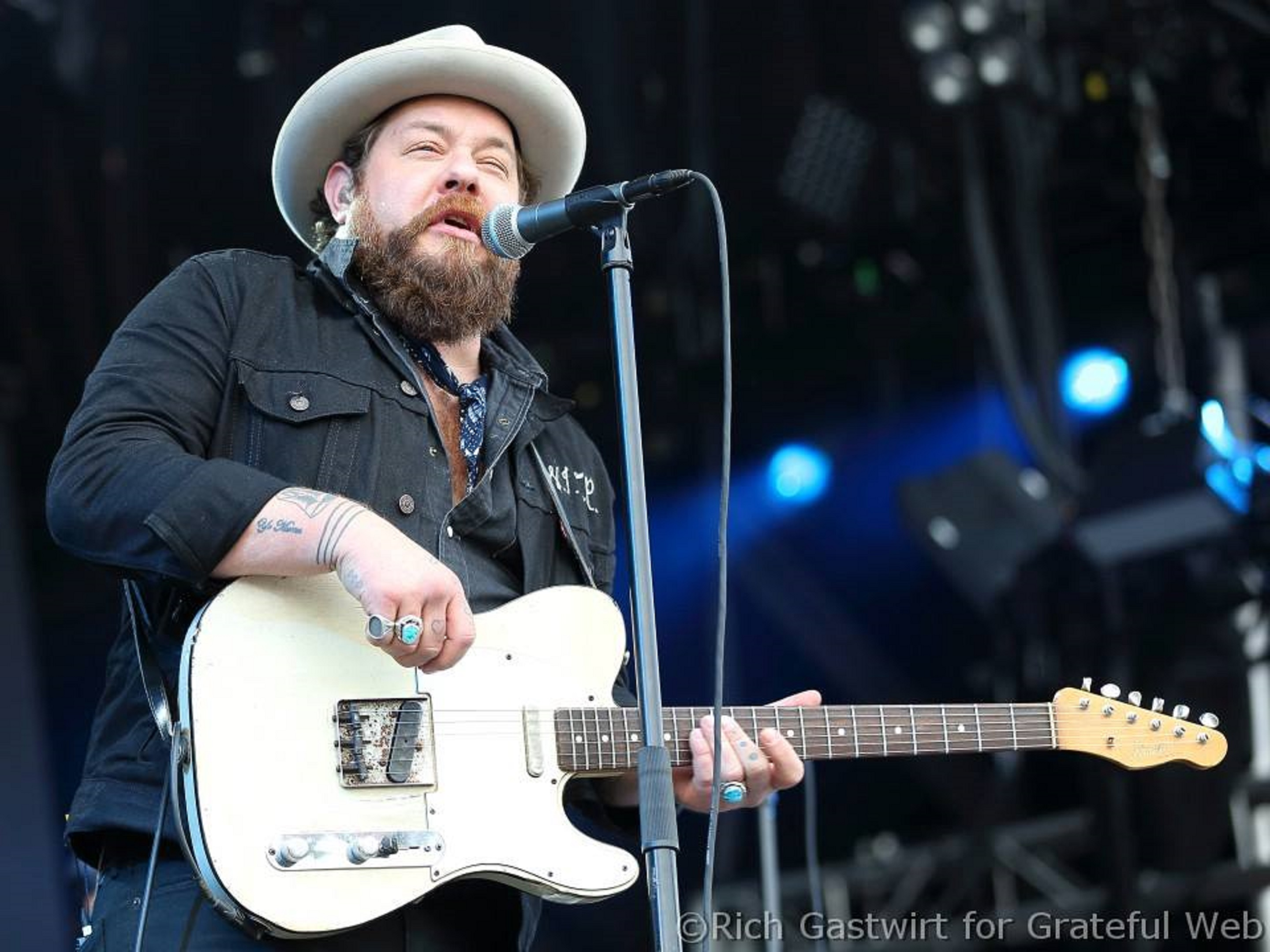 "Nathaniel Rateliff premieres new song ""Redemption"" today"
