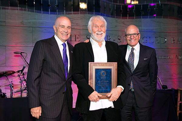 Kenny Rogers Receives Special Award From The Smithsonian