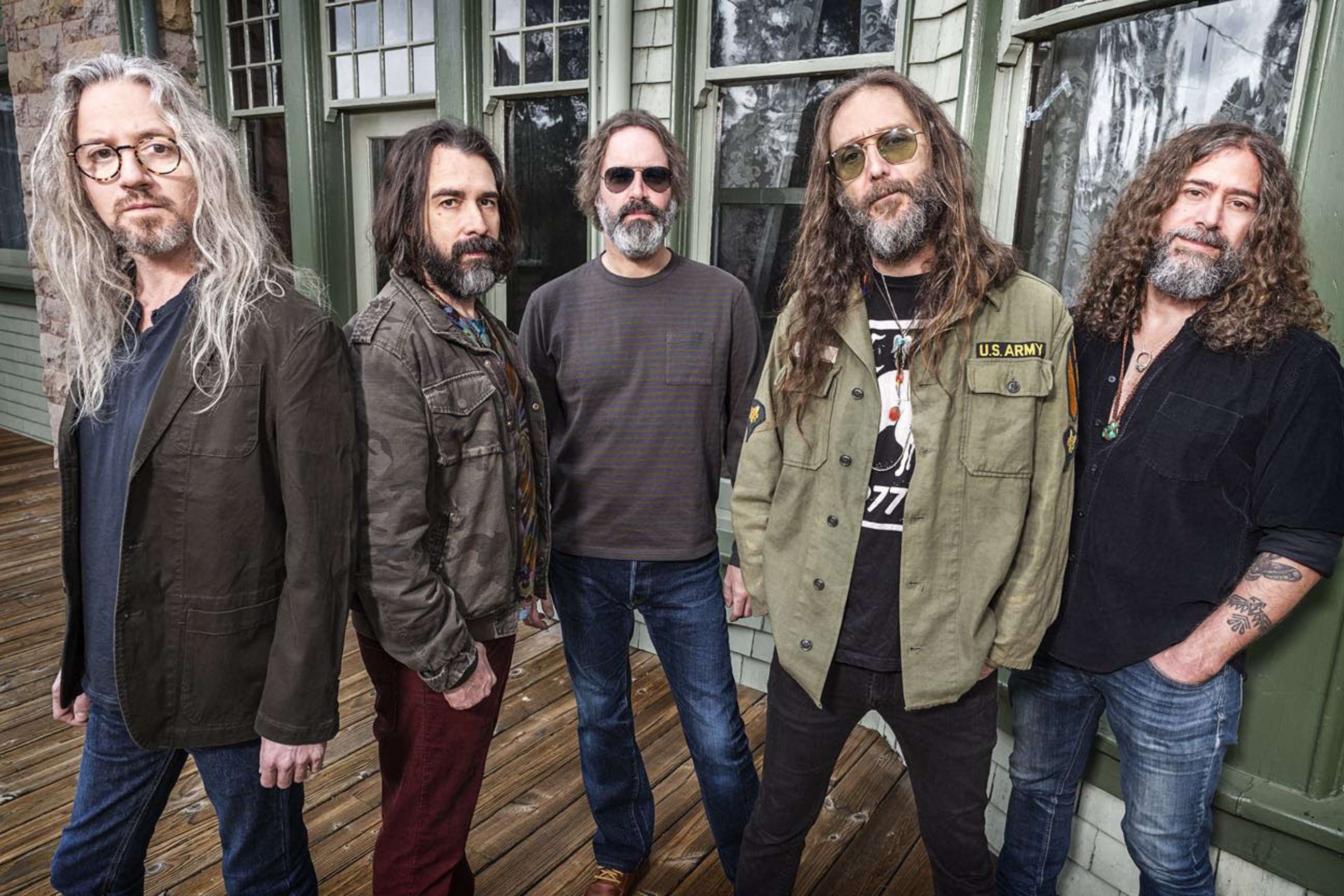 "Chris Robinson Brotherhood Release Video For ""Chauffeur's Daughter"""