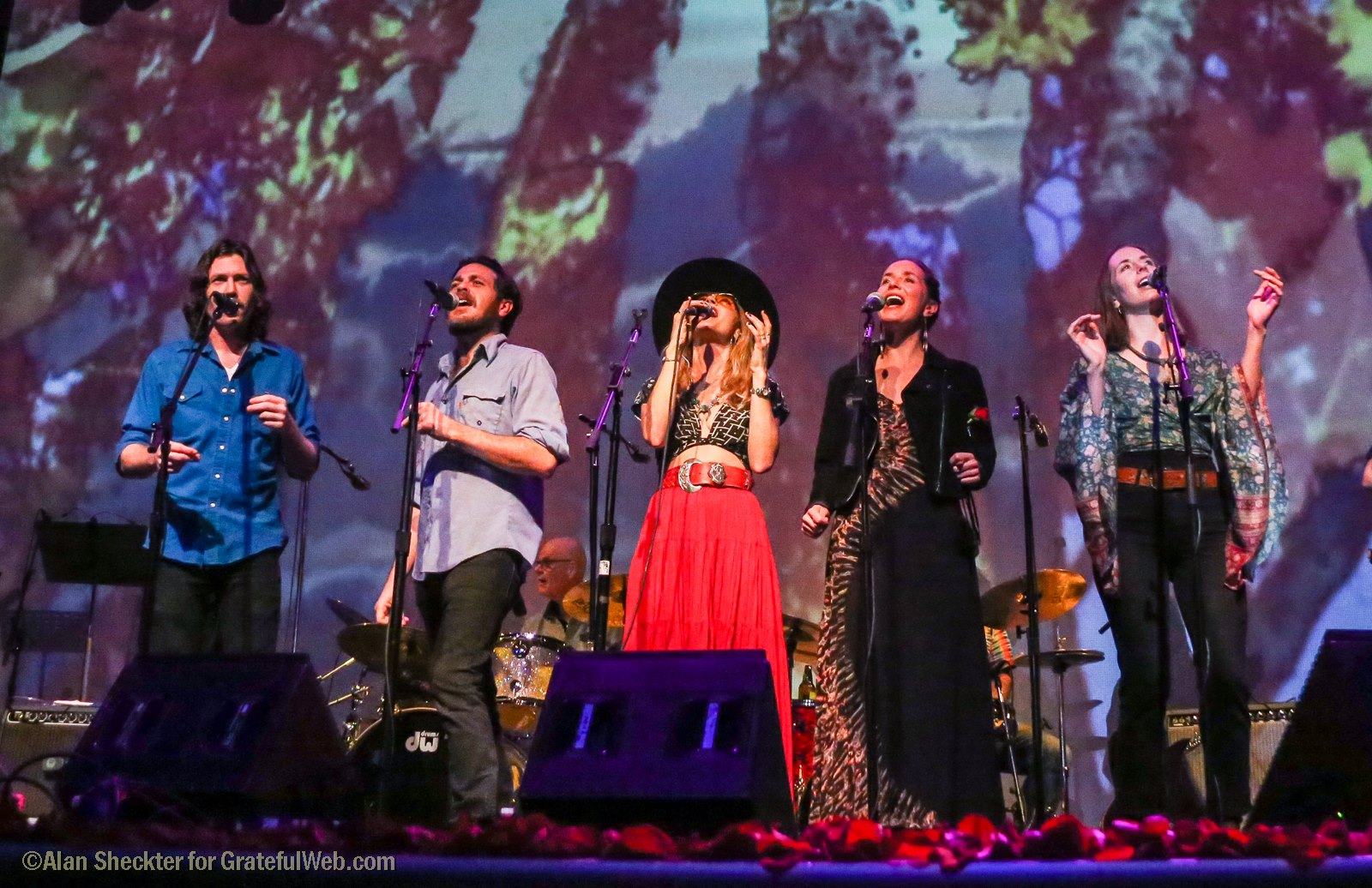 "Ben and Alex Morrison of Brothers Comatose and T Sisters trio sing ""California Dreaming"" 
