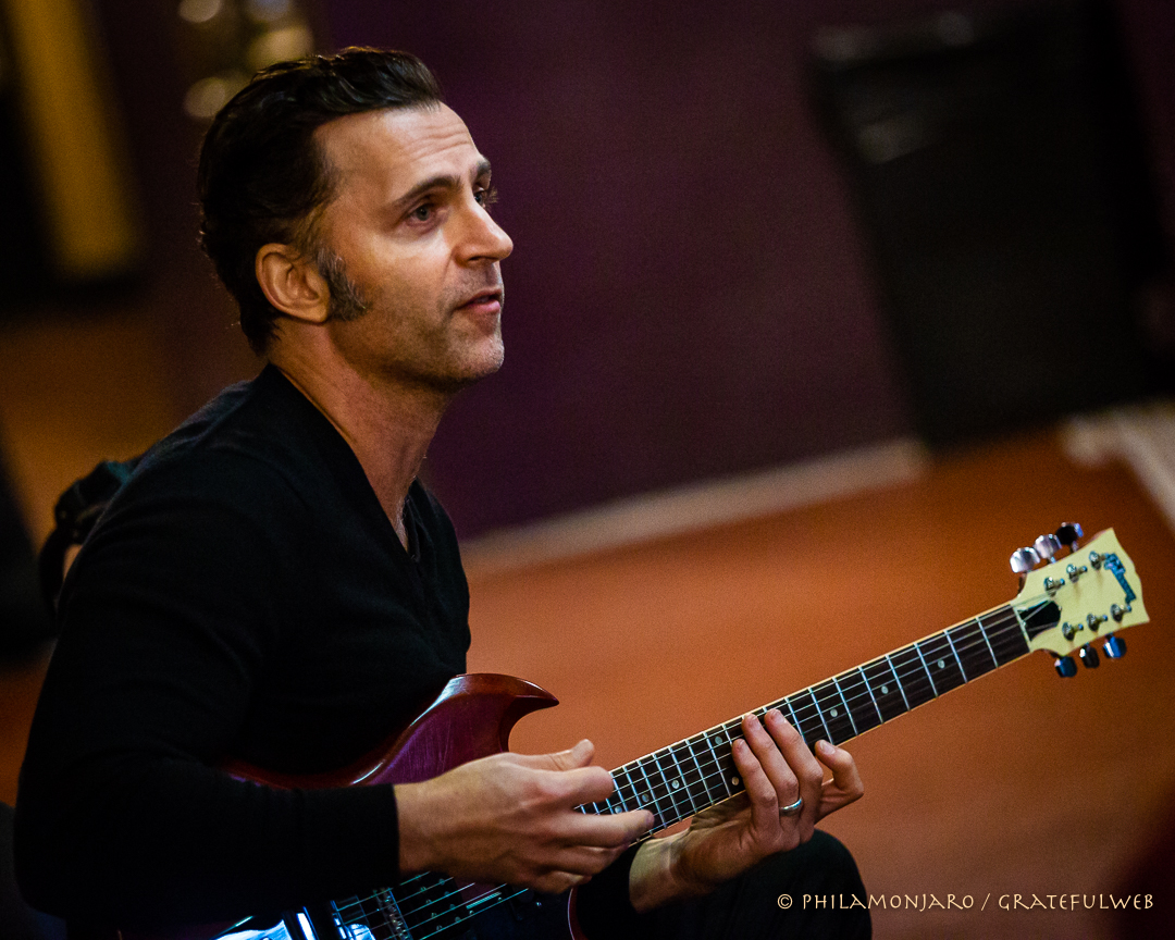 Dweezil Zappa teaching his guitar master class