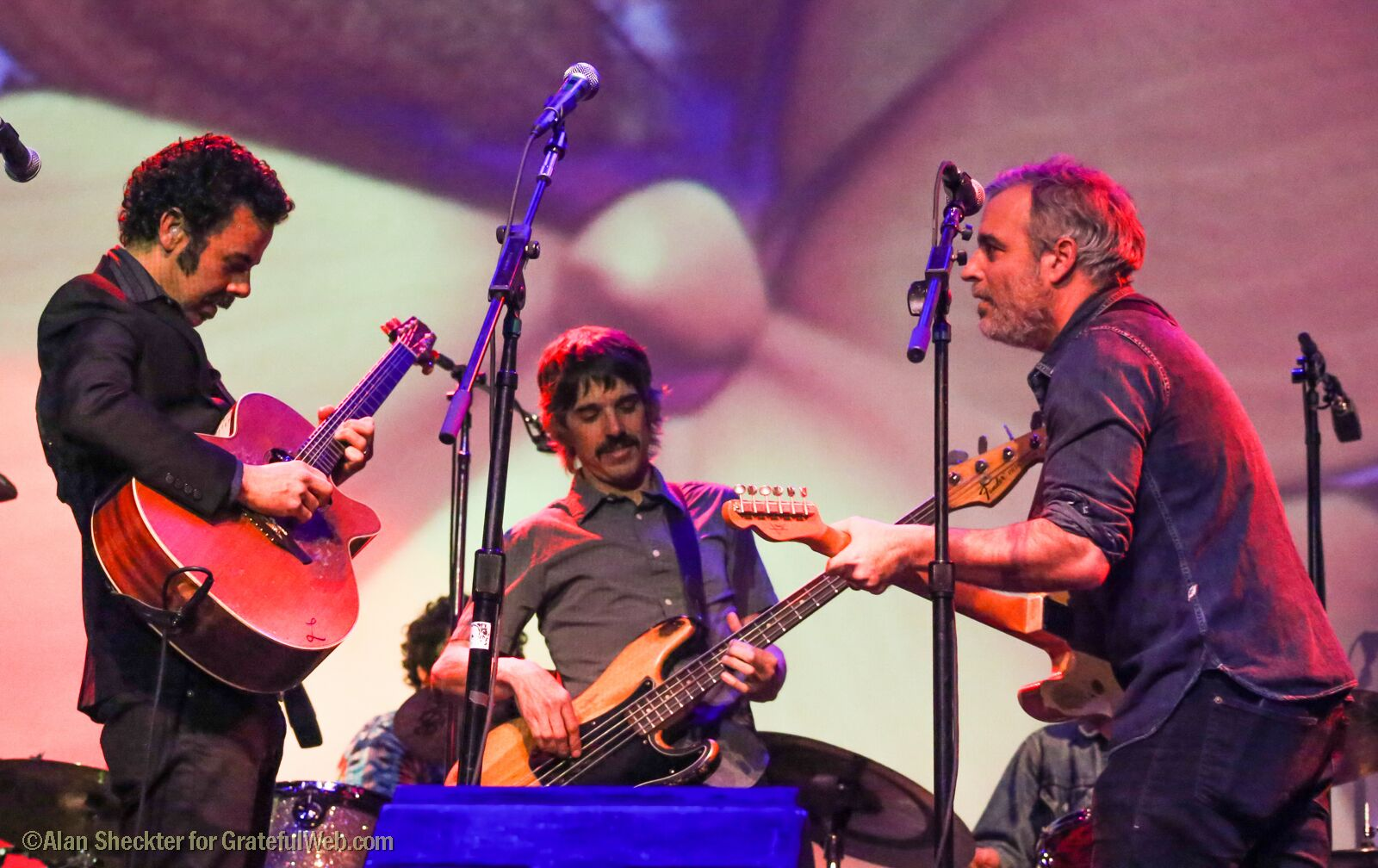 "Lebo, Steve Adams, and Greg Loiacono perform ""San Francisco (Be Sure to Wear Flowers in Your Hair)"" 