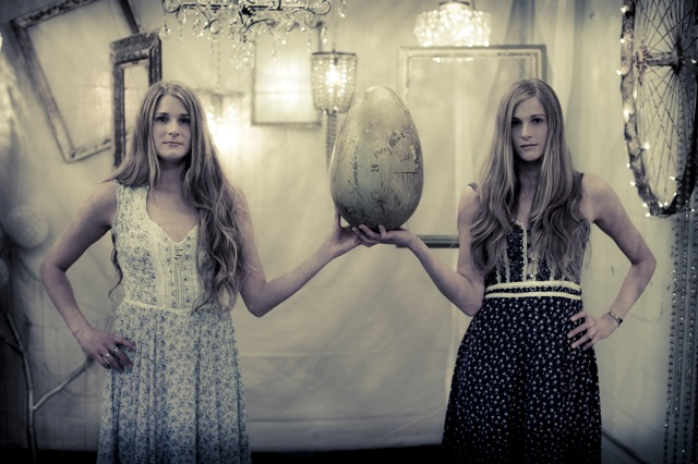 Shook Twins Announce New Years Run with Elephant Revival